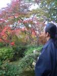 紅葉に佇むメキシカン.JPG