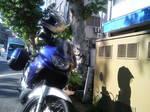 店の前にバイクが.JPG